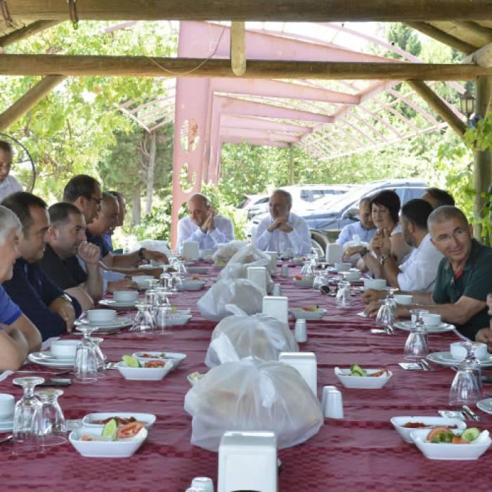 Öz Ata Yemek - Catering Şirketi'nde gerçekleşen geleneksel öğle yemeği