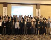"""""""Türkiye'nin İkilemi: Orta Gelir ve Orta Demokrasi Tuzakları"""" paneli"""